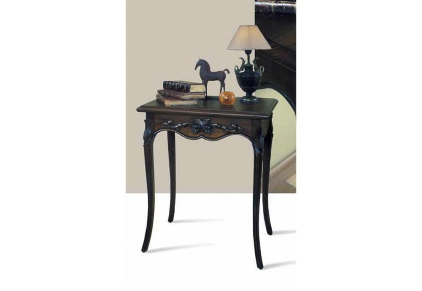 Luxusný príručný stolík Nuevas formas s ornamentálnym zdobením a vyrezávanými nožičkami