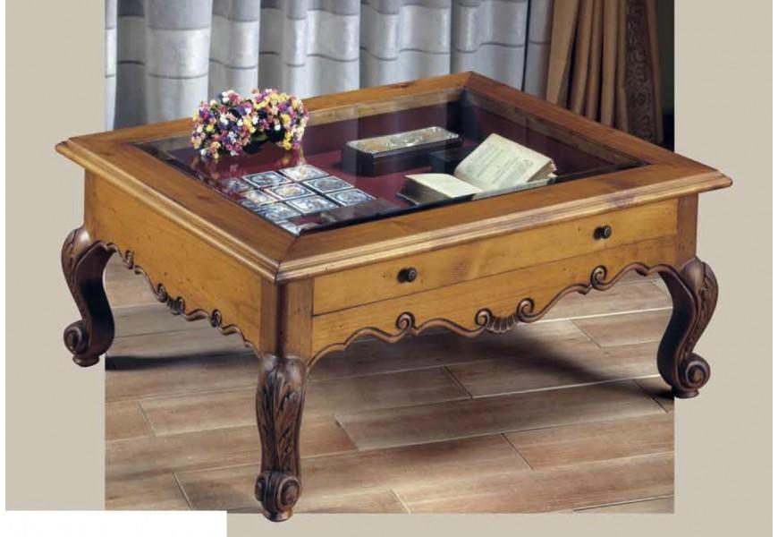 Rustikálny konferenčný stolík Nuevas formas štvorcového tvaru s preskleným úložným priestorom a vyrezávanými nožičkami