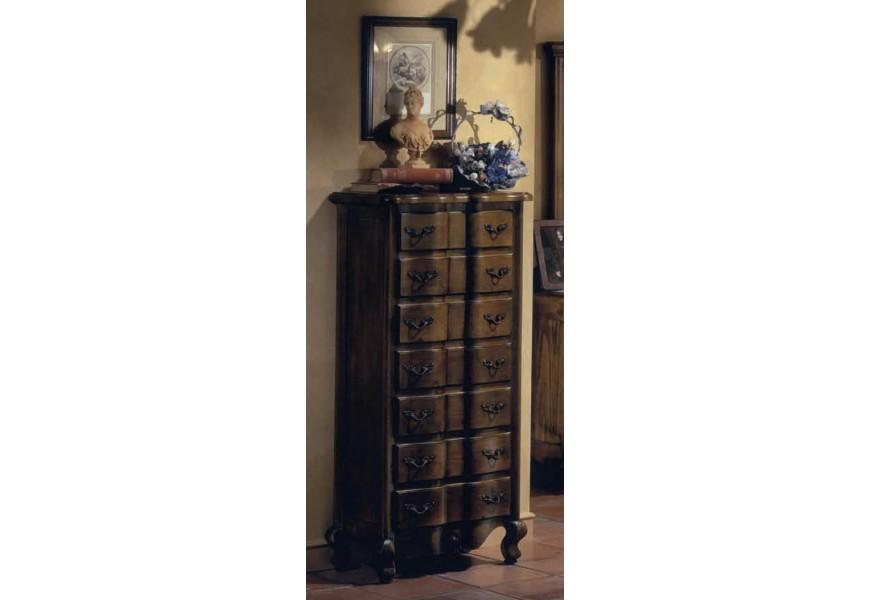 Klasická vysoká komoda Nuevas formas z dreva v rustikálnom štýle so siedmymi zásuvkami