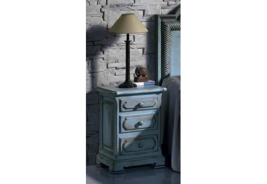 Luxusný drevený nočný stolík Nuevas formas vo vintage štýle s tromi zásuvkami