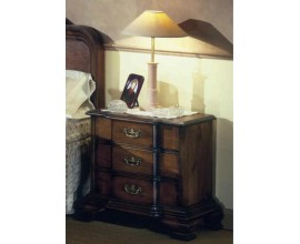 Rustikálny nočný stolík Nuevas formas s tromi zásuvkami 67cm