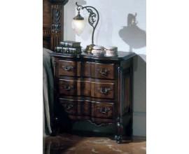Rustikálny nočný stolík Nuevas formas s tromi zásuvkami a vyrezávaním 68cm