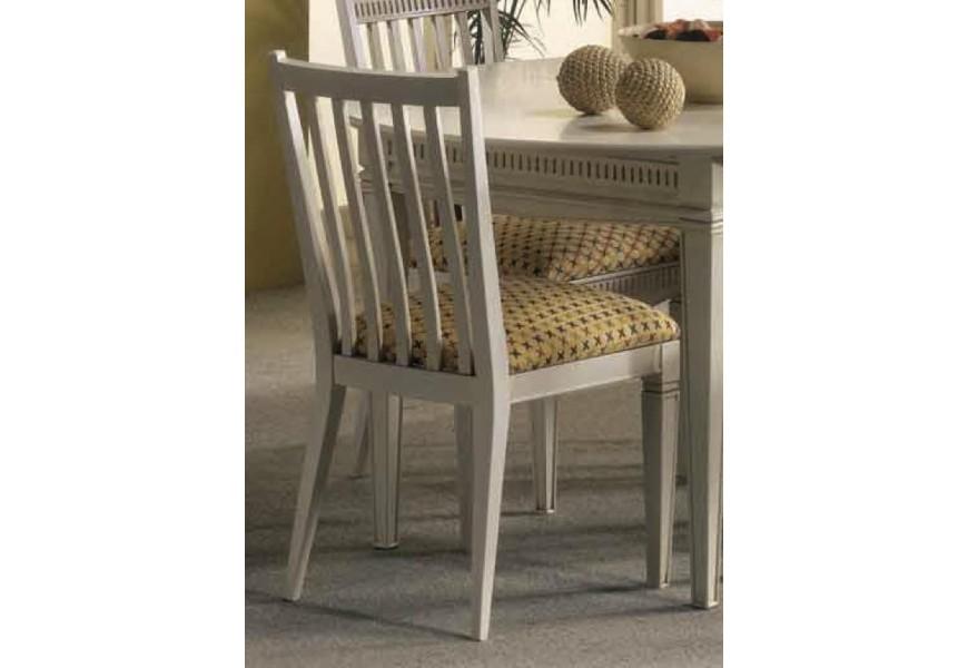 Klasická jedálenská stolička Frontes z dreva v rustikálnom štýle s čalúnením