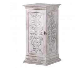 Štýlový vyrezávaný nočný stolík Eleanor