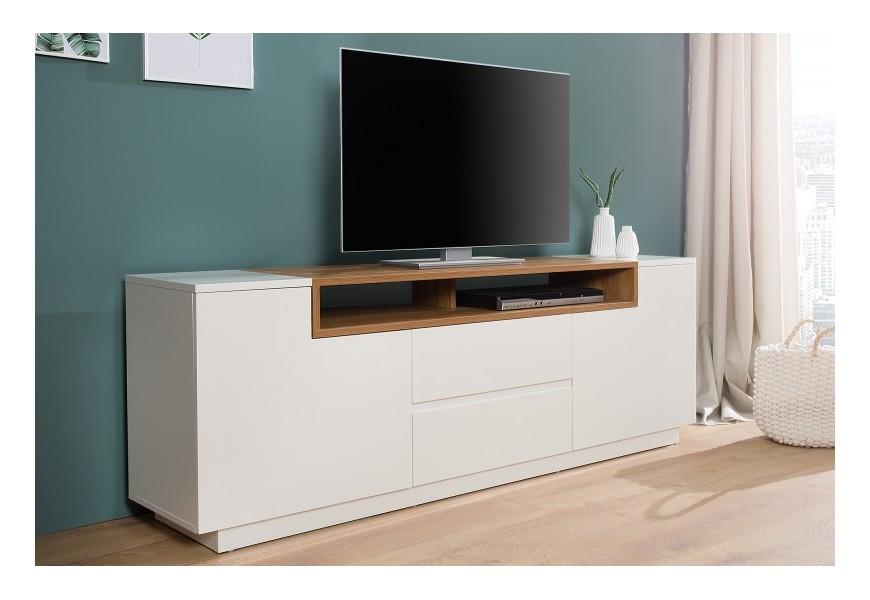 Jednoducho a vkusne spracovaný TV stolík ideálny do moderných priestorov