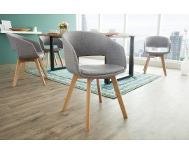 Minimalistická dizajnová stolička s prvkami škandinávskeho štýlu
