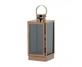 Dizajnový medený lampáš pôsobí veľmi moderne a zapadne do akéhokoľvek interiéru