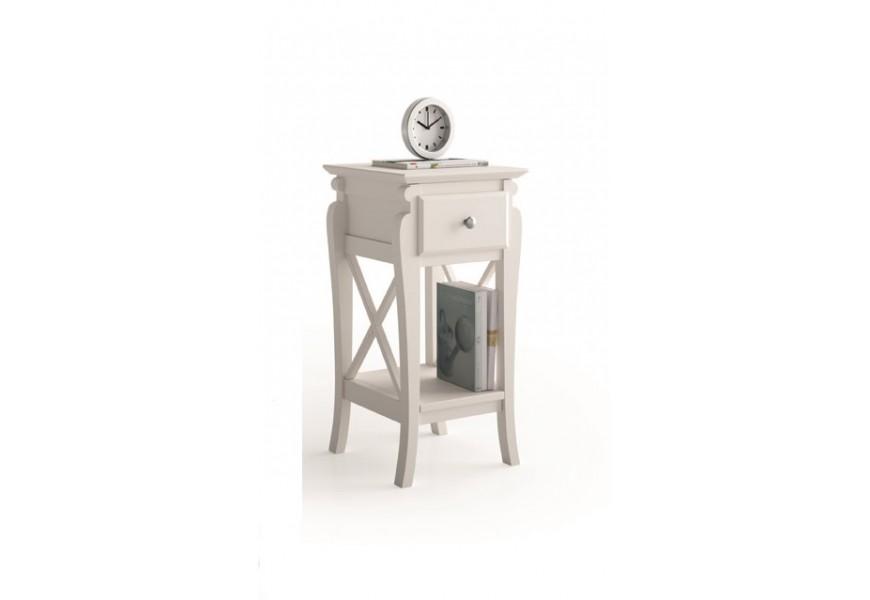 Elegantný, nadčasový nočný stolík z masívneho dreva