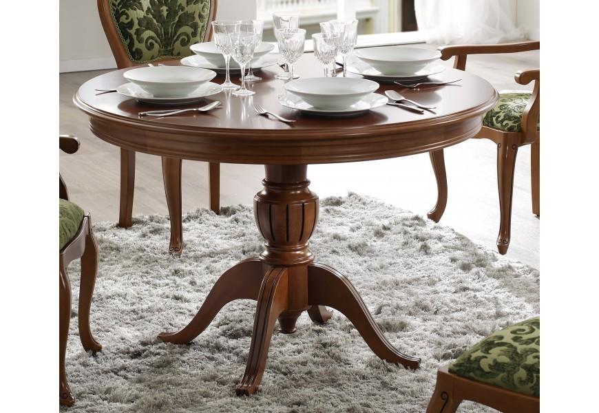 Elegantný vyrezávaný jedálenský stôl v rustikálnom štýle