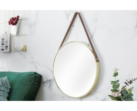 Okrúhle zrkadlo so zlatým kovovým rámom