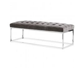 Elegantná moderná lavica Nouvel šedá s gombíkmi a chrómovými nožičkami
