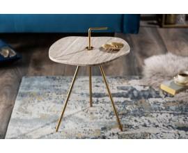 Jedinečný príručný stolík Gedling White Marble s povrchovou doskou z bieleho mramoru