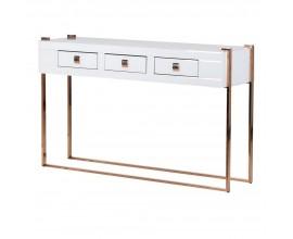 Dizajnová lesklá konzola White Mirror v bielom prevedení so zlatou konštrukciou a rukoväťami a s tromi zásuvkami