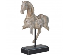 Jedinečná dekorácia s koňom Horse Tumbleweed zo živice v krémovej farbe a na čiernom podstavci