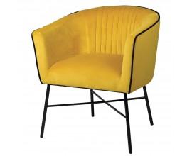 Retro dizajnové kreslo Carlen s poťahom z jasne žltého zamatu doplneným minimalistickou čiernou kovovou konštrukciou
