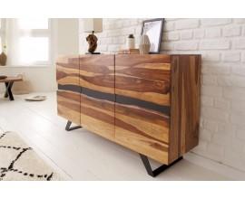 Štýlový industriálny príborník Sheesham z masívneho dreva v prírodnej hnedej farbe s čiernymi nožičkami a s tromi dvierkami
