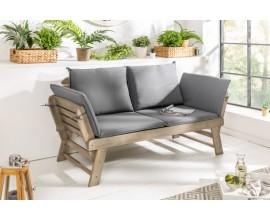 Štýlová vidiecka záhradná lavica z masívneho akáciového dreva a so sivými vankúšmi