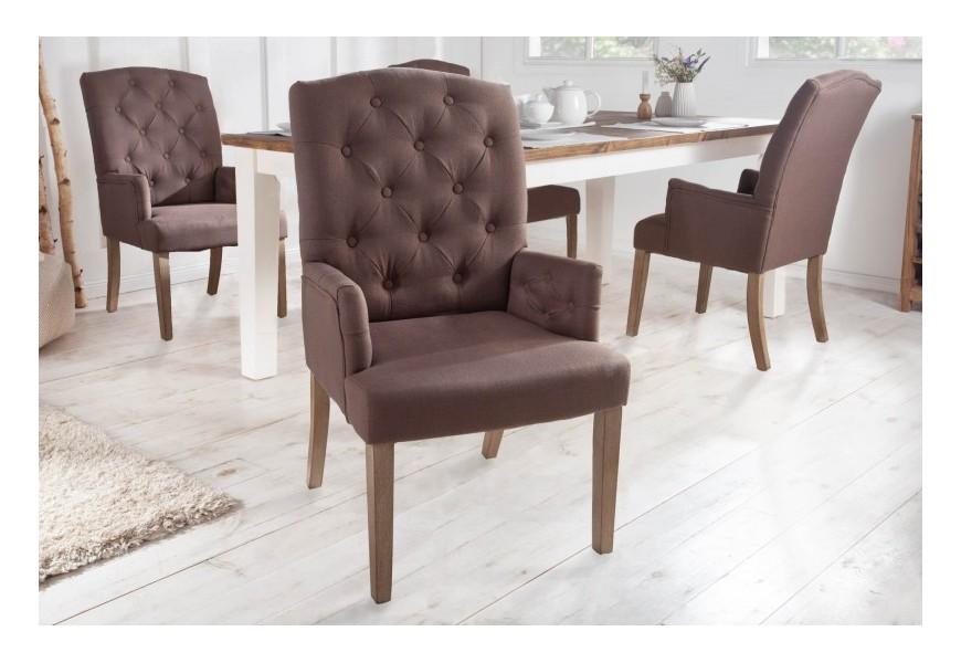 Chesterfield čalúnená stolička Silloth v hnedej farbe s podrúčkami 104cm