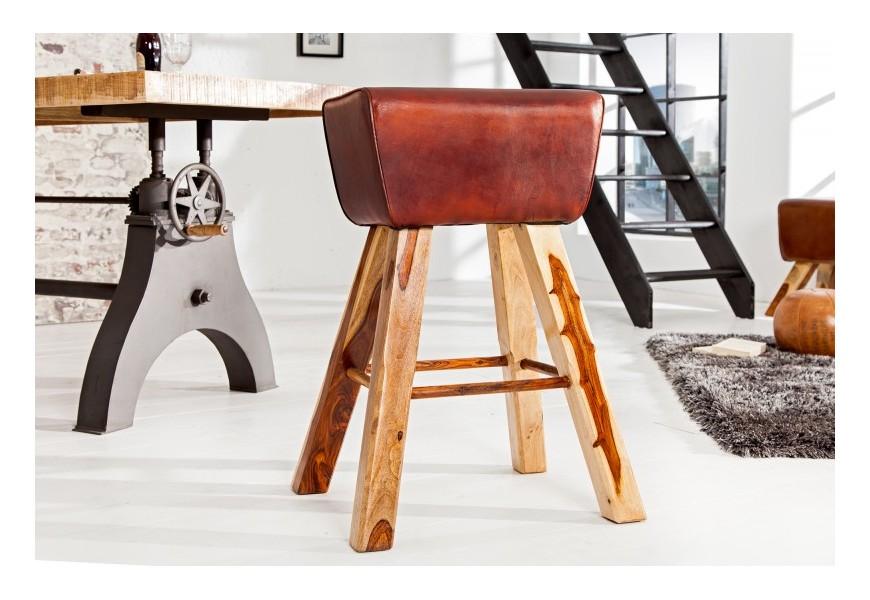 Štýlová vidiecka barová stolička Ardmair s kože a s nohami z masívneho dreva hnedej farby