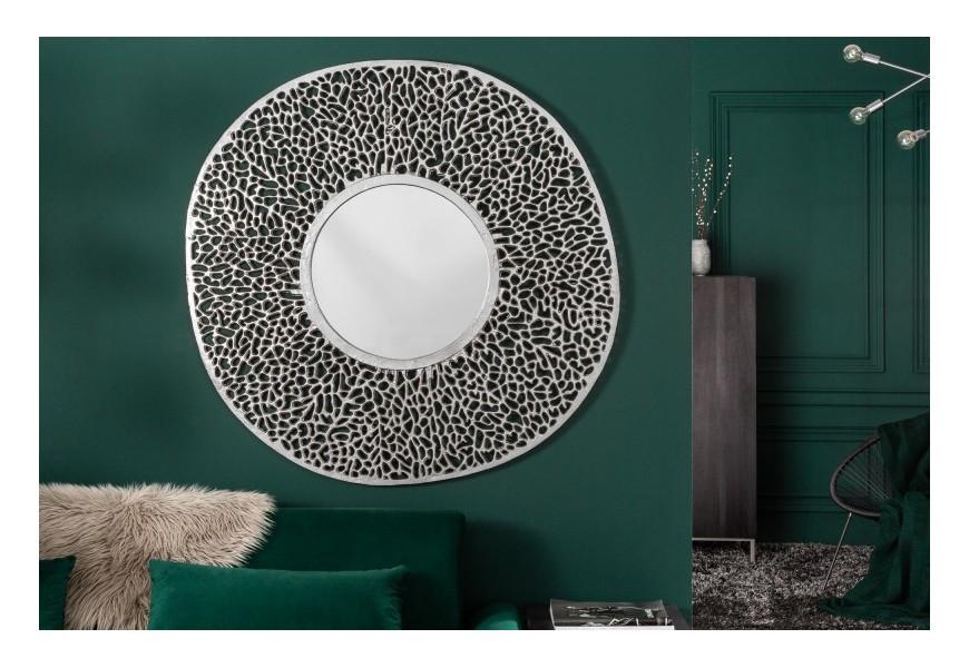 Dizajnové nástenné zrkadlo Girvan v art-deco štýle s kruhovým kovovým rámom v striebornej farbe