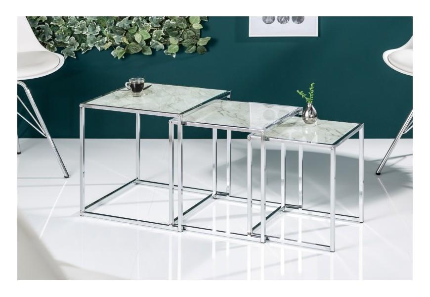 Štýlový set troch moderných chrómových príručných stolíkov Elements s mramorovou povrchovou doskou