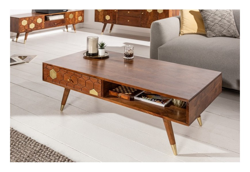Dizajnový art-deco konferenčný stolík Roslin z masívneho agátového dreva v hnedej farbe so zlatými prvkami