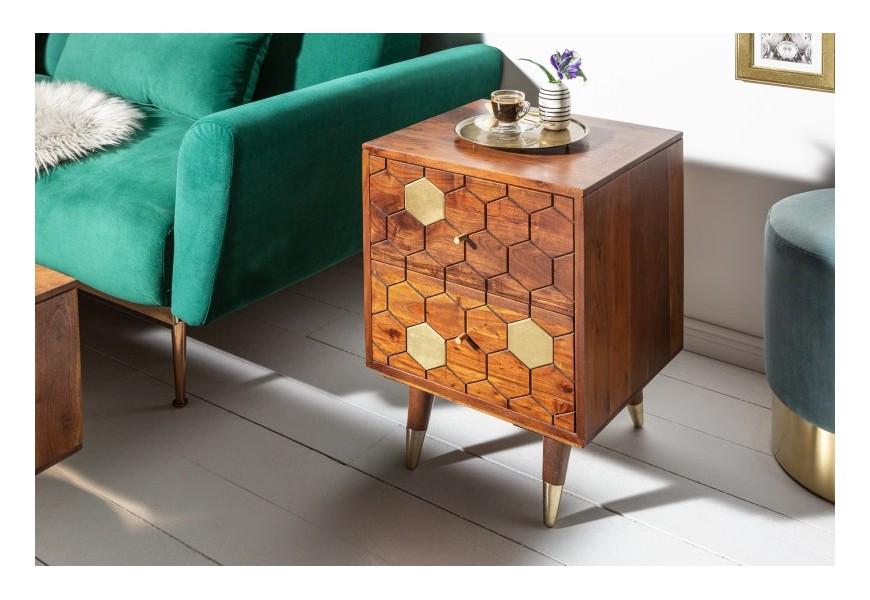 Štýlový príručný stolík  Roslin z masívneho agátového dreva v hnedej farbe so zlatými prvkami a dvomi zásuvkami