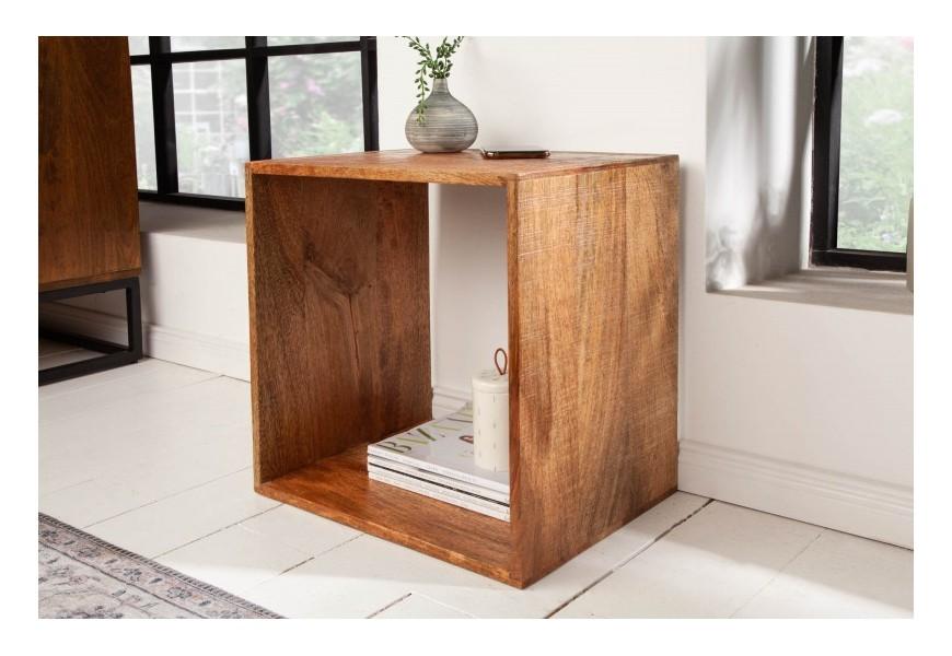 Industriálny masívny príručný stolík Makassar z mangového dreva hnedej farby štvorcového tvaru