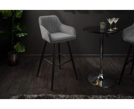Moderná barová stolička Vittel zo zamatu v sivej farbe s čiernymi kovovými nohami 102cm