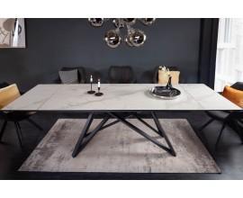 Moderný keramický šedo-biely rozkladací jedálenský stôl Epinal so sivými betónovým povrchom a čiernymi kovovými nohami 260cm