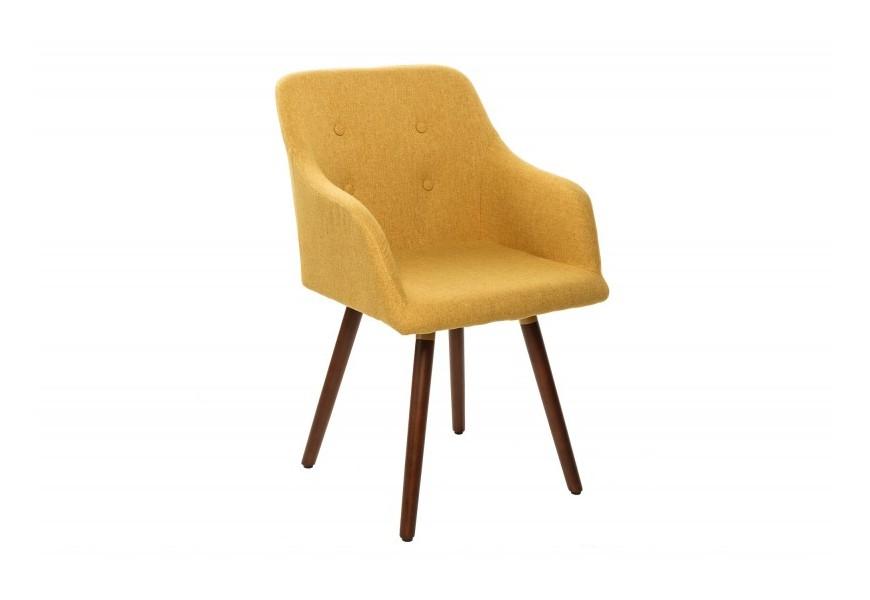 Štýlová retro stolička Scandinavia v žltom poťahu s hnedými nohami z dreva