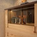 Luxusná masívna komoda  Sajonia so zásuvkami a sklenenými dvierkami 136cm