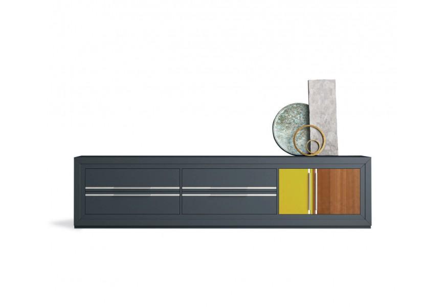 Exkluzívny TV stolík Véneto so zásuvkami a dvierkami z masívneho dreva a s kovovými úchytmi