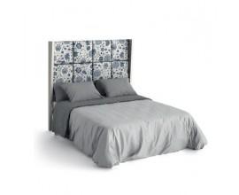 Moderná luxusná posteľ Sajonia z masívneho dreva s čalúneným čelom a rámom na matrac 135/150/180cm