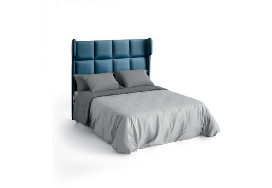 Luxusná moderná čalúnená posteľ Estoril s hranatým vysokým čelom a čalúnenou podstavou na matrac