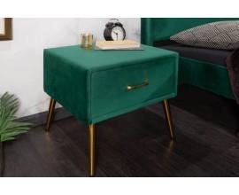 Dizajnový nočný stolík Lorelai obdĺžnikového tvaru v art-deco štýle zo zeleného zamatu so zásuvkou