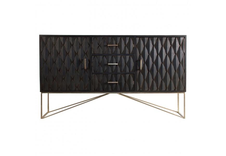 Luxusný čierny masívny príborník Barzy s geometrickým motívom na zásuvkách a dvierkach so zlatými nohami z kovu