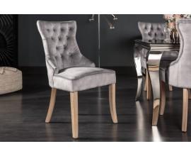 Chesterfield jedálenská stolička Torino v sivej farbe zo zamatu so strieborným klopadlom a masívnymi nohami 96cm