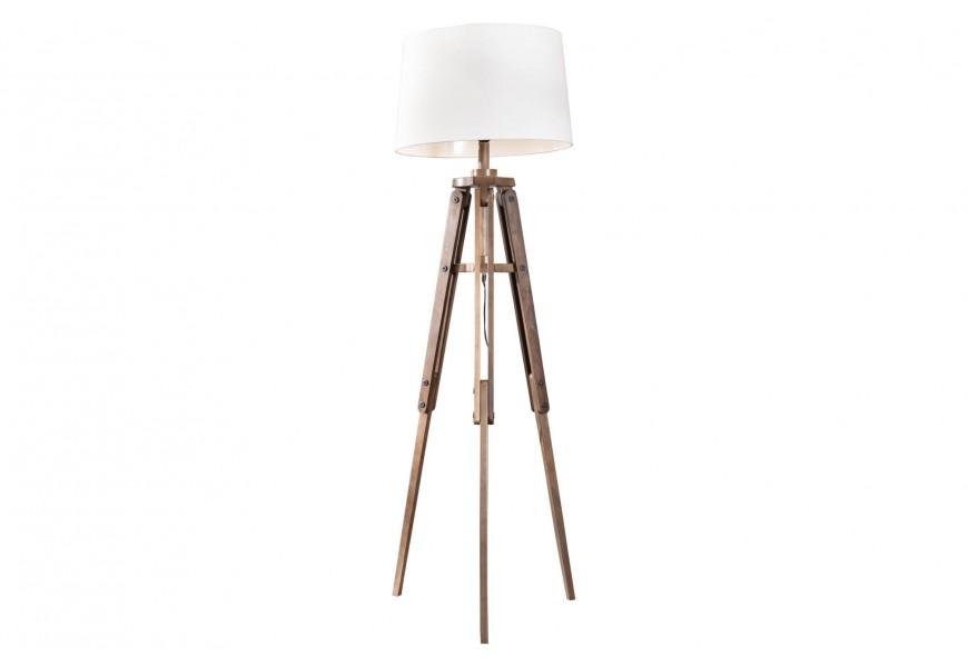 Štýlová moderná stojaca lampa Sopporte s bielym textilným tienidlom a dreveným trojnohým stojanom