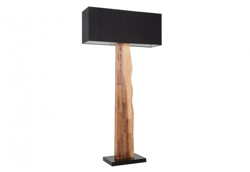 Moderná stojaca lampa Alaska s drevenou podstavou a hranatým čiernym tienidlom z textilu
