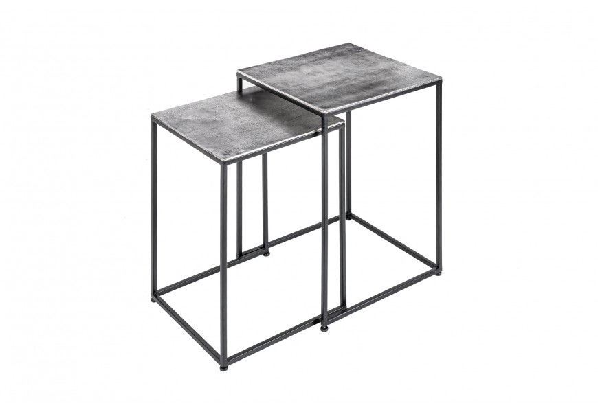 Industriálny set príručných stolíkov Elements so sivou kovovou doskou a čiernou hranatou podstavou