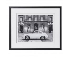 Elegantný čiernobiely obraz Porsche v čiernom drevenom ráme