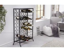Dizajnová vinotéka Vinin v čiernej farbe z kovu v industriálnom štýle