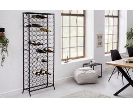 Dizajnová kovová vinotéka Vinin v čiernej farbe na 102 fliaš