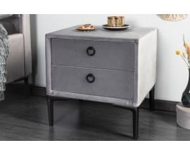 Dizajnový nočný stolík Everson v sivej farbe zo zamatu s dvomi zásuvkami