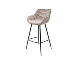 Dizajnová moderná barová stolička Garret v zamatovom šampanskom poťahu a čiernymi kovovými nohami
