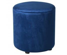 Okrúhla taburetka s kobaltovo modrým zamatovým poťahom a s čiernymi okrúhlymi nohami v modernom štýle 45 cm