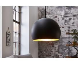 Moderná nadčasová závesná lampa Tatuma s vnútornou stranu zlatej farby 30cm