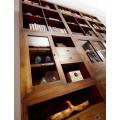 Dizajnová obývačková stena Star z masívneho dreva mindi hnedej farby