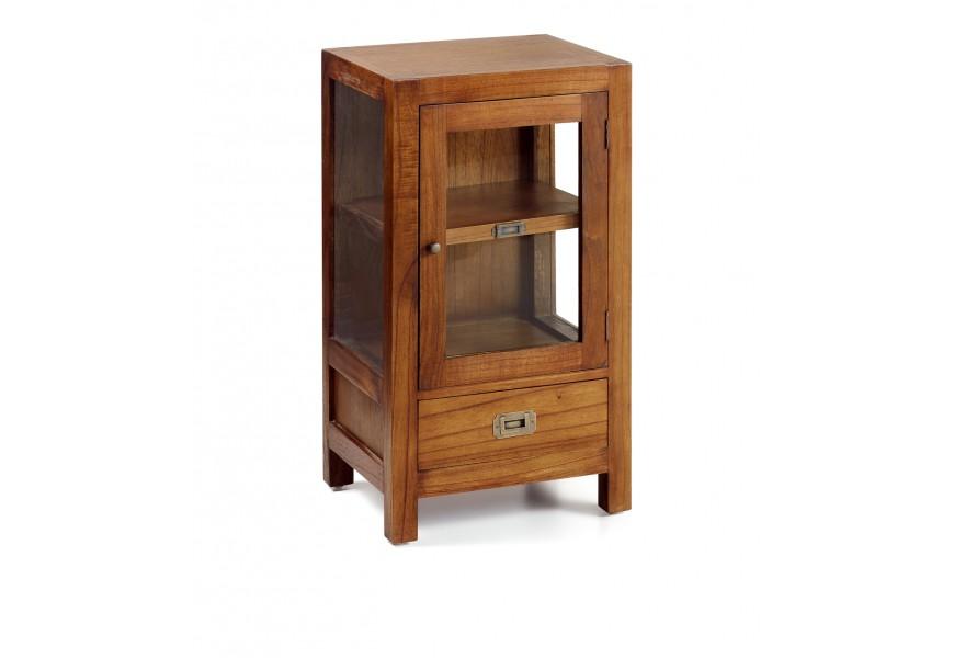 Štýlový nočný stolík Star z masívneho dreva mindi v hnedej farbe so sklenenými dvierkami na nožičkách